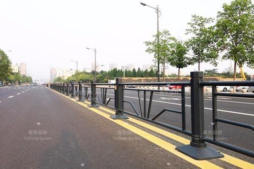 道路隔离带护栏