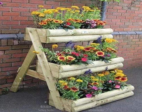 旧木板自制花箱